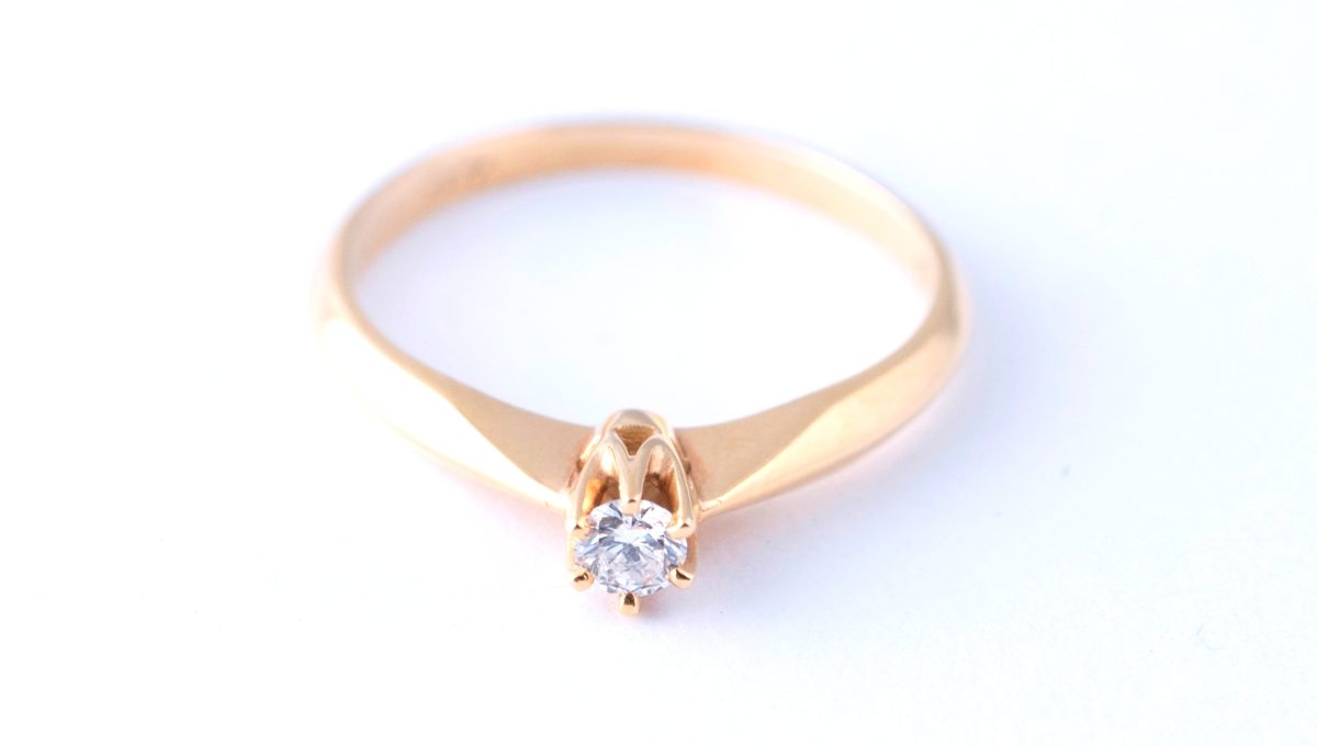 GOLD ENGAGMENT RING